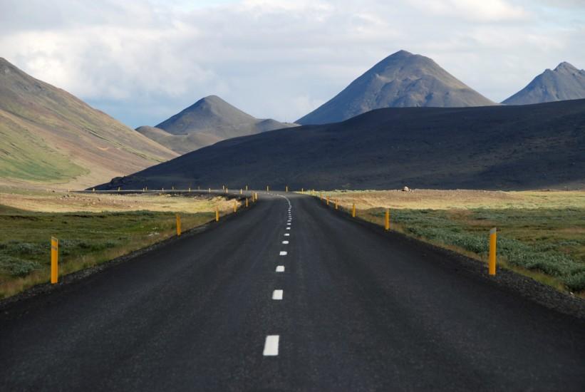curve-hills-mountains-4033-821×550