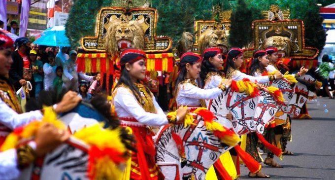 Kebudayaan Asli Indonesia Seperti Batik, Reog dan Tari Pendet