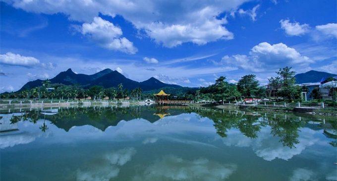 Wisata Alam Gunung Poteng di Singkawang