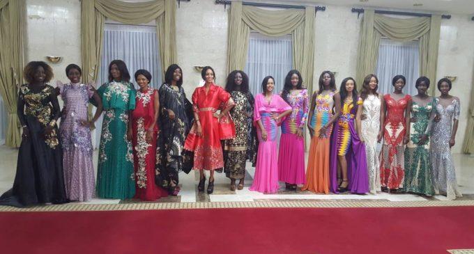 Finalis Miss Senegal 2017 di Afrika Kenakan Batik dan Tenun Indonesia