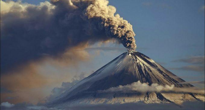 Gunung Agung Keluarkan Suara Dentuman yang Terdengar sampai Radius 12 Km
