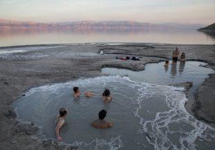 Laut Mati Menyusut Setelah Lima Tahun Kekeringan di Israel