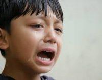 Alasan Anak Selalu Cari Ibu Ketika Sedih