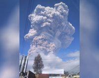 """Berita Terkini: Peringatan """"Red Notice"""" untuk Aktivitas Erupsi Gunung Sinabung"""