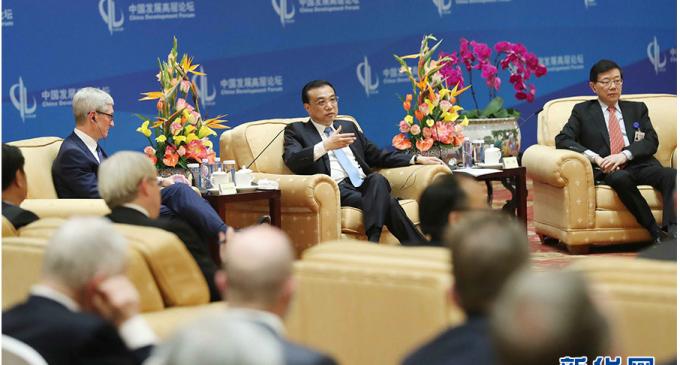 李克强会见出席中国发展高层论坛 2018年年会的外方代表并座谈