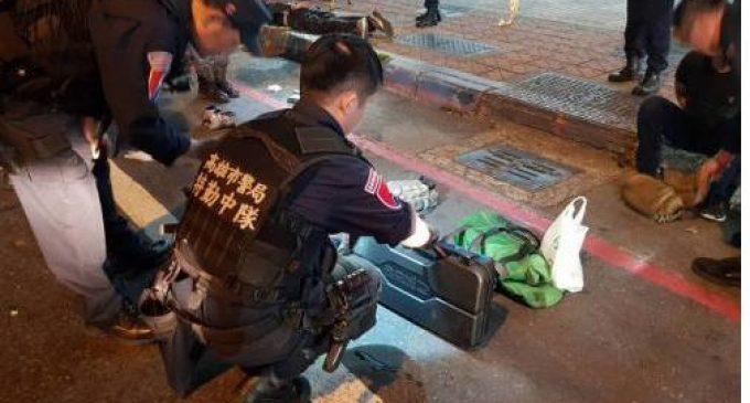 台湾高雄凌晨传枪战 警方起获移动军火库