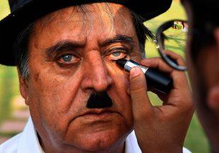 Fans Merayakan Ulang Tahun Charlie Chaplin di India