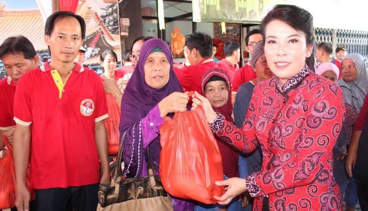 Perhakin Bagikan Paket Idul Fitri Pererat Silaturahmi.Foto 1